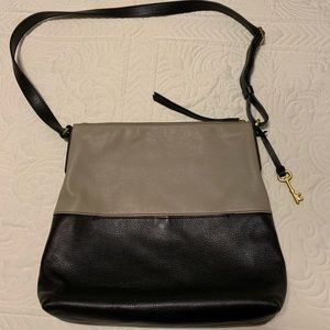 Fossil leather purse. Tan and black with key.